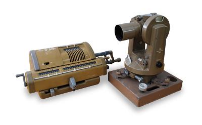 昔の測量機器